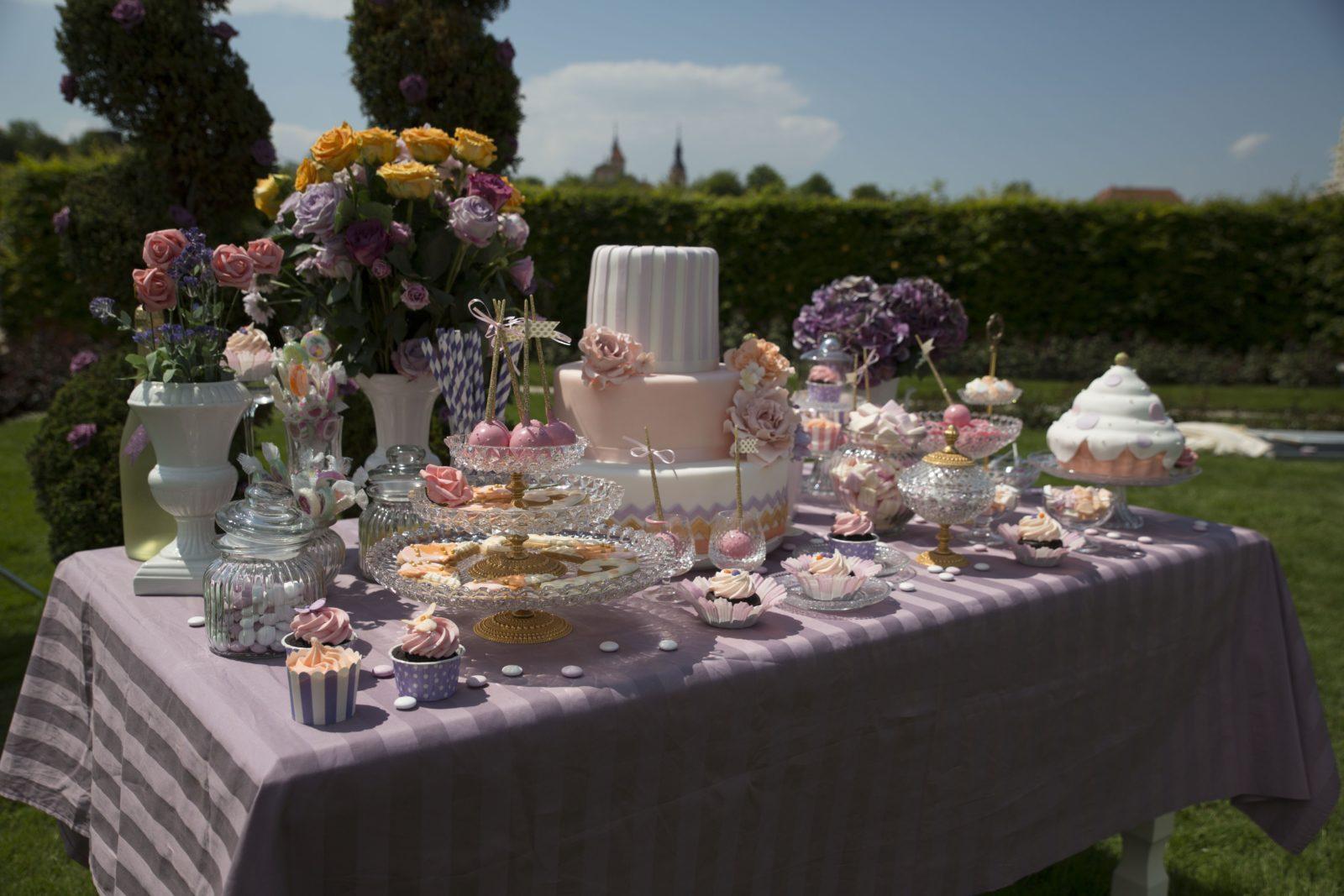 Sweet Candy Table wunderschön aufgebaut durch das Filmteam