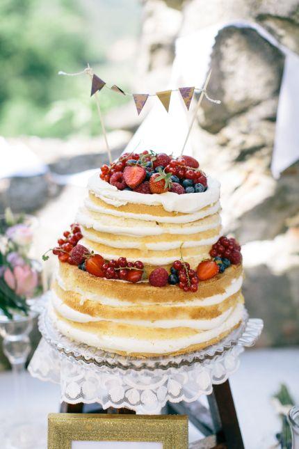 Naked Cake mit frischen Beeren