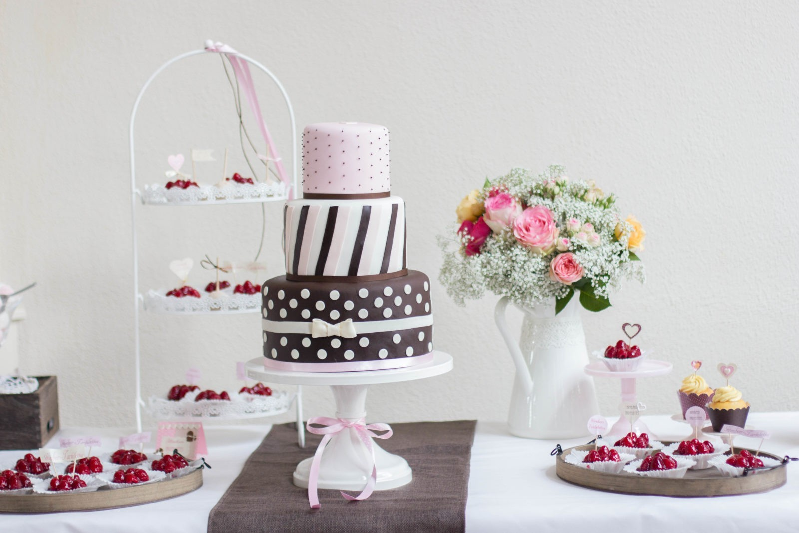 Sweet Candy Table rosa-cremeweiß- braun