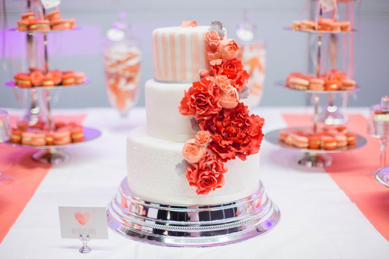 sweet candy table zur hochzeit in koralle apricot und. Black Bedroom Furniture Sets. Home Design Ideas