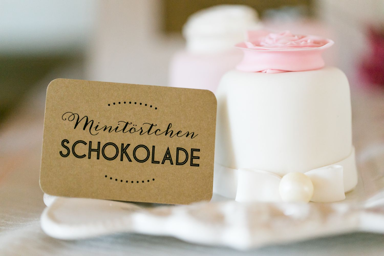 sweet candy table vintage suess-und-salzig.papeterie momentini.de kraftpapier.aufsteller