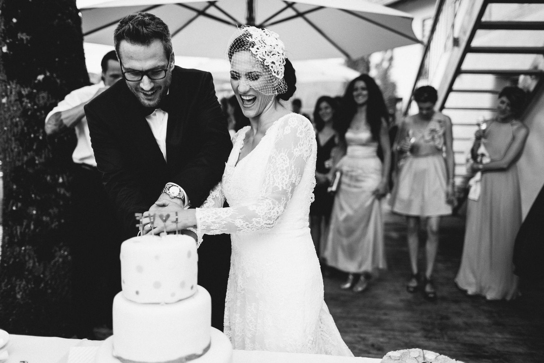 Hochzeit_Hochzeitstorte_anschneiden__suess_und_salzig_Maisenburg_