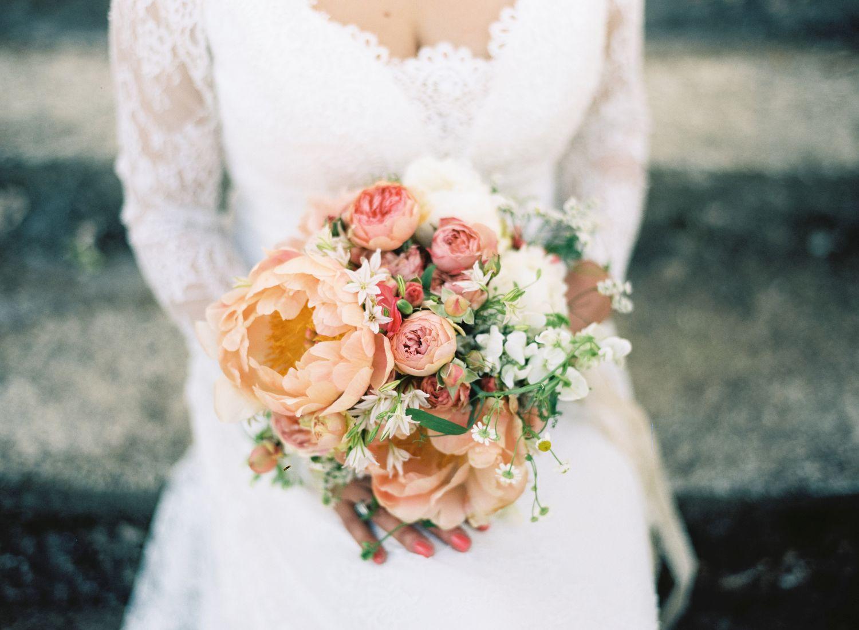 Hochzeit__vintagebraut_brautstraus_suess_und_salzig_Maisenburg_daniela_reske-apricot