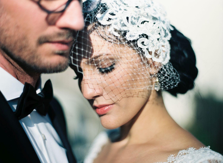 Hochzeit_elegantes_Brautpaar_suess_und_salzig_Maisenburg_daniela_reske