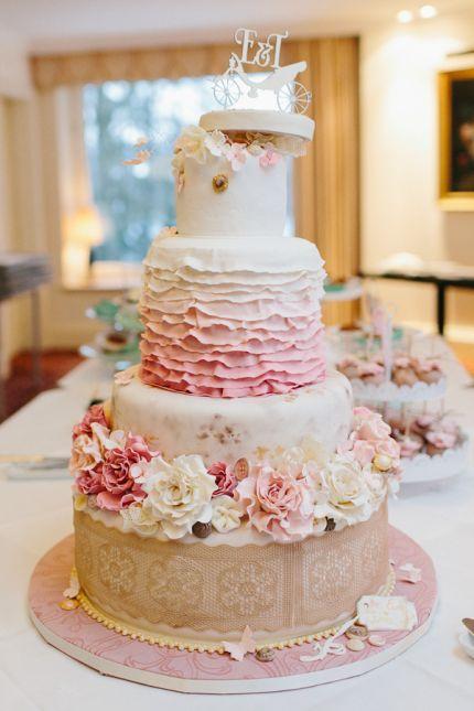 Der Neuste Hochzeitstrend Echte Blumen Auf Der Hochzeitstorte