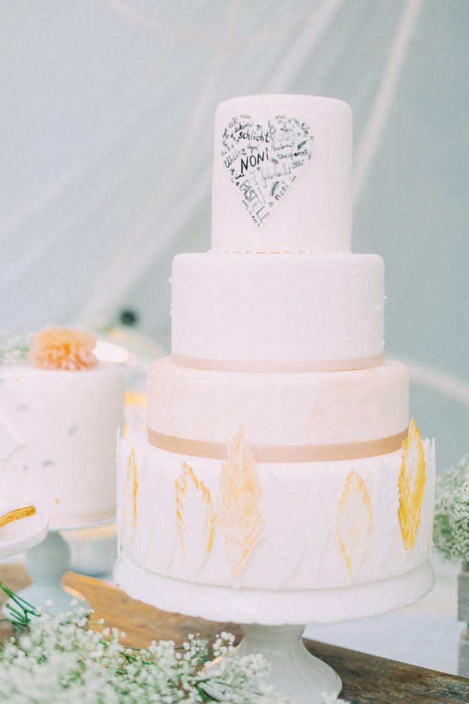Hochzeitstorte_suess_und_salzig_noni_federn_gold