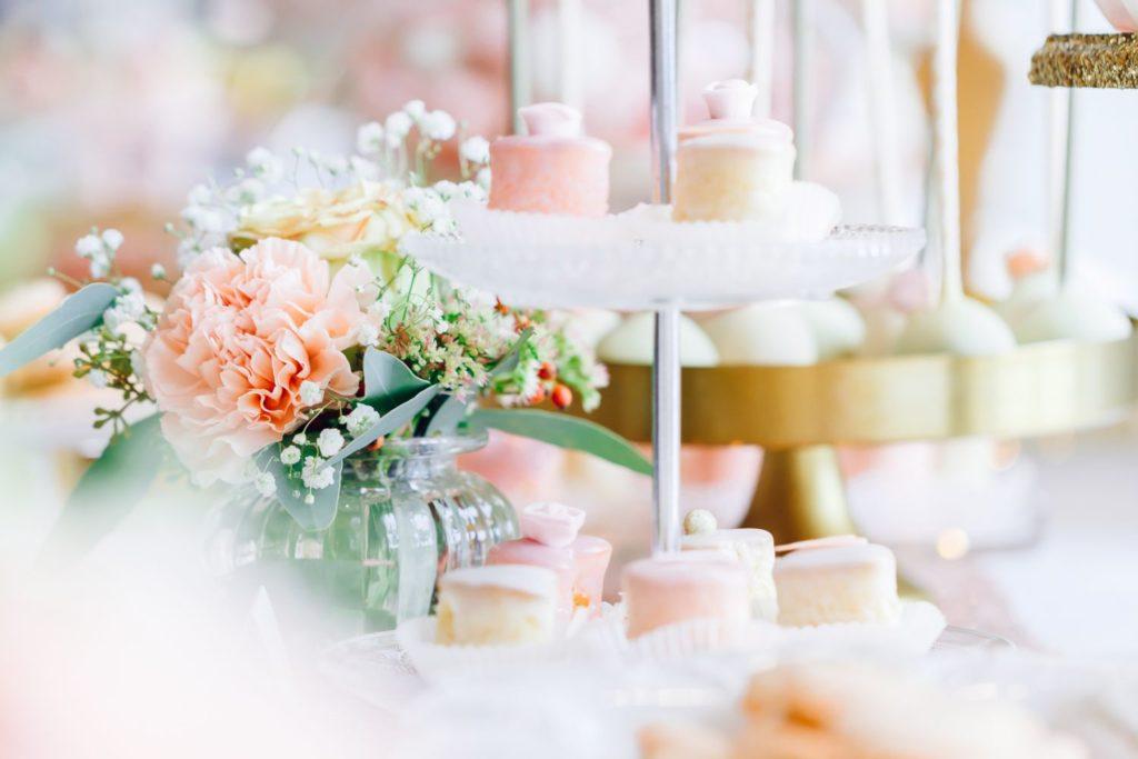 sweet_candy_table_suess_und_salzig_gold_blush_blumen