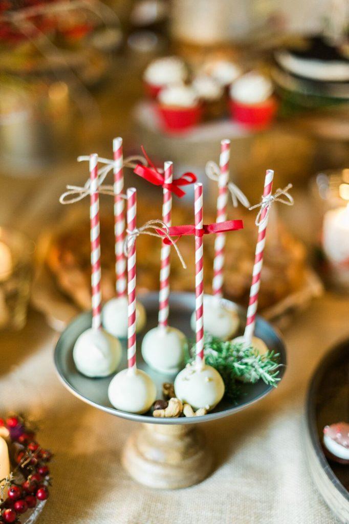suess_und_salzig_maisenburg_winterhochzeit_sweet_candy_table