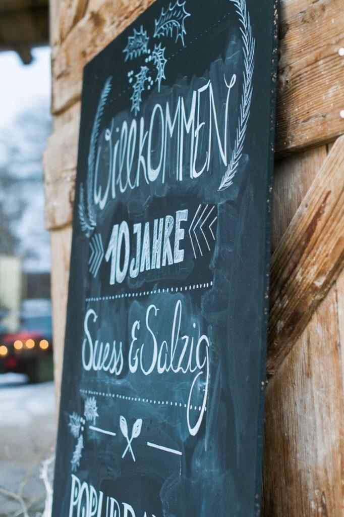 suess-und-salzig-maisenburg-winterhochzeit-hochzeitstorte_calkboard