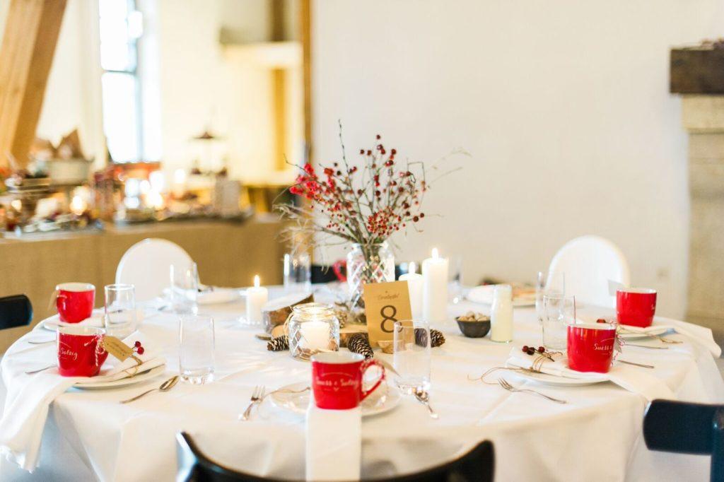 suess_und_salzig_maisenburg_winterhochzeit_sweet_candy_table-stillleben