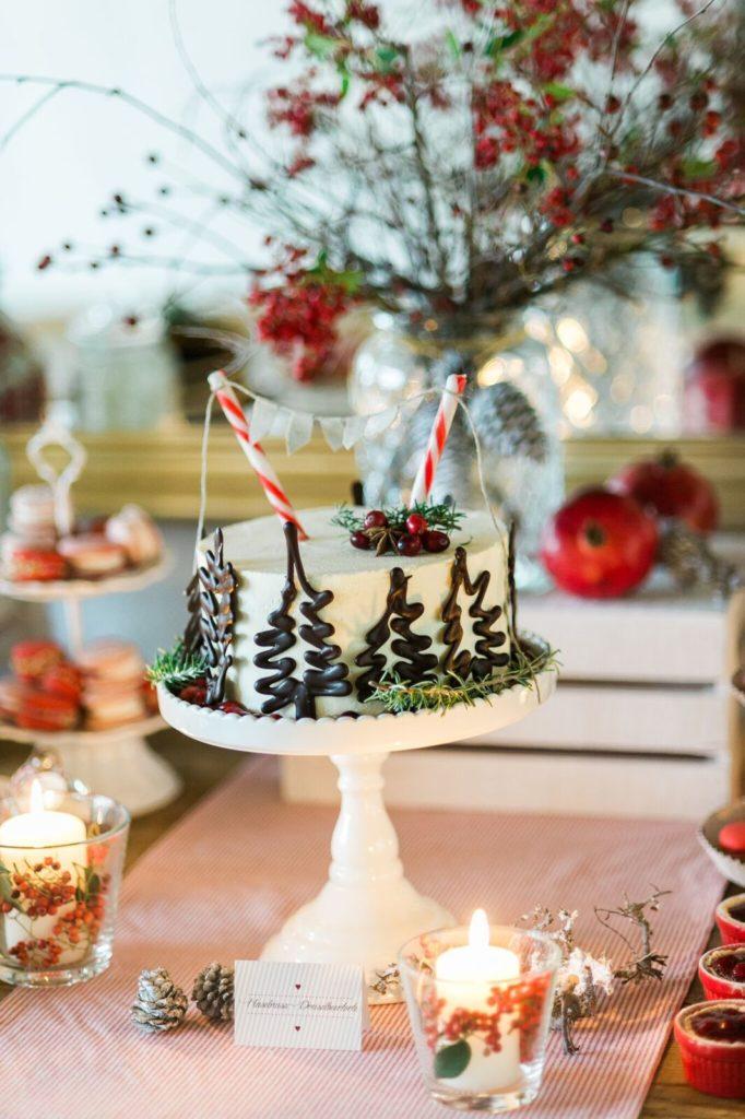 suess_und_salzig_maisenburg_winterhochzeit_sweet_candy_table_hochzeitstorte