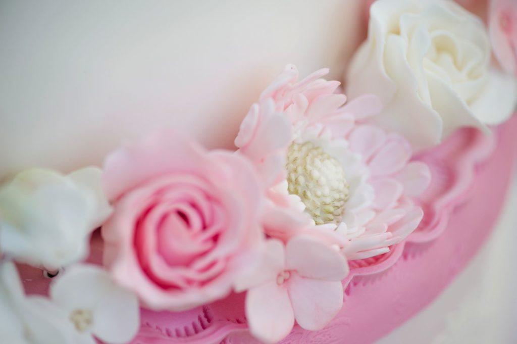 zuckerblumen_hochzeitstorte