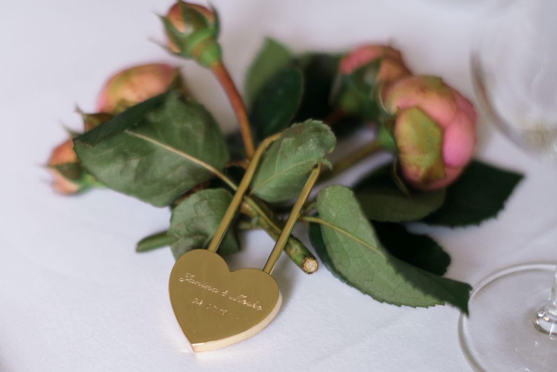hochzeit-speisemeisterei-weddingpilots-freie-trauung-herz-platzkarte-schloss