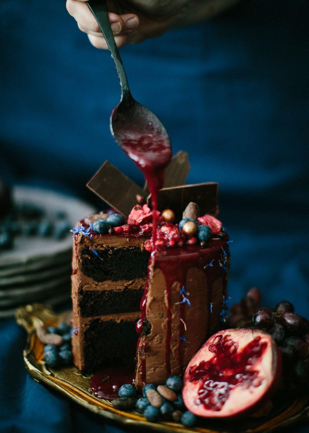 dripped-cake-schokolade-granatapfel