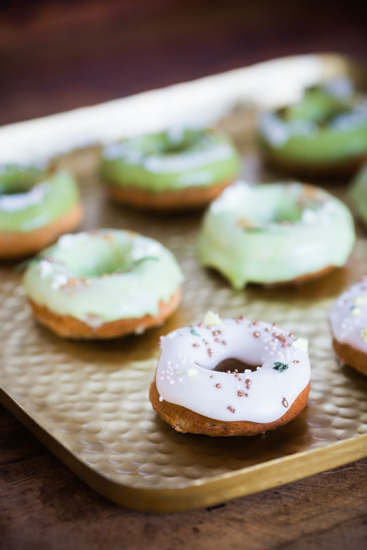 donuts greenery