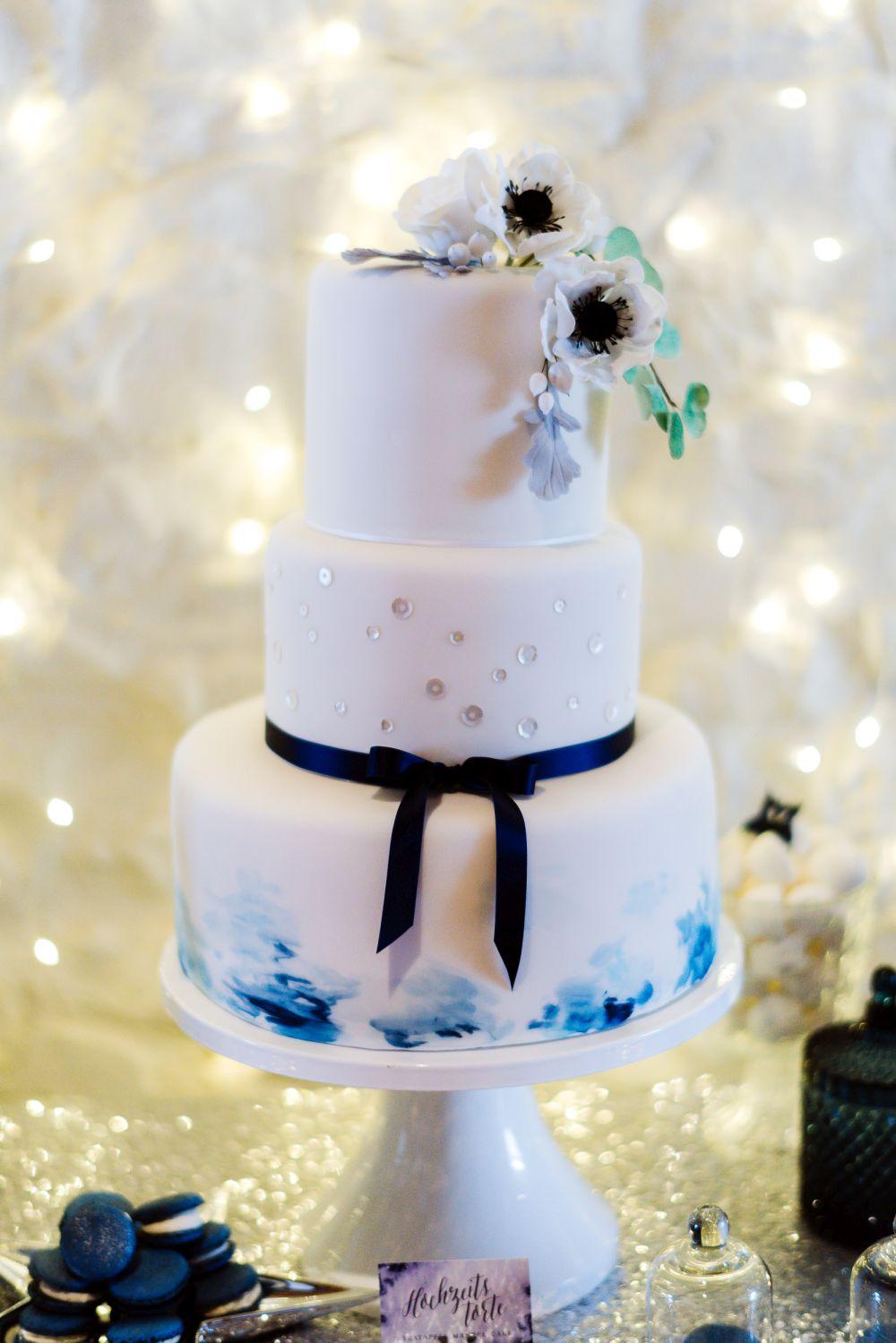Hochzeitstorte winterhochzeit bla
