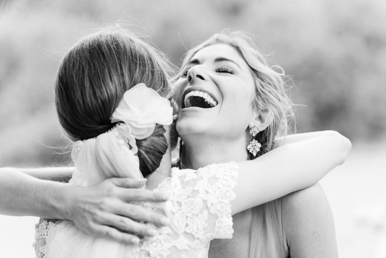 Rebecca hat mit ihrem eleganten Bildstil große Gefühle und kleine Details meisterlich festgehalten. So wie es nur ein wirklicher professioneller Hochzeitsfotograf kann!