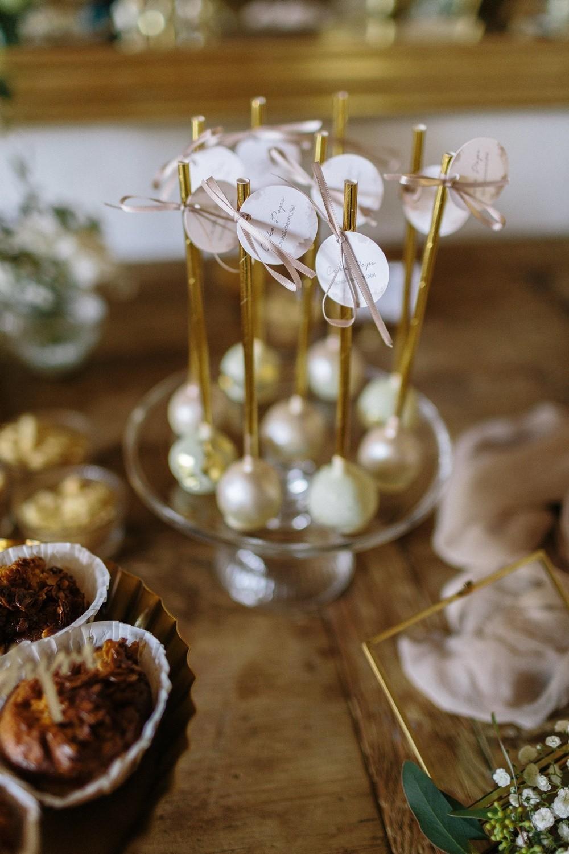 Hochzeit maisenburg gold taupe hochzeitstorte suess-und-salzig cake-pops