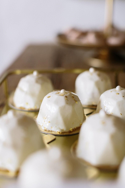 Hochzeit maisenburg gold taupe hochzeitstorte suess-und-salzig mirror glace