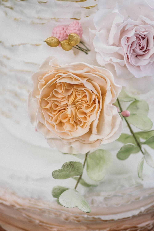 Hochzeitstorte zuckerblüten elegant maisenburg