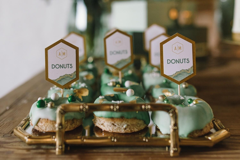 geode hochzeit torte kristall donuts