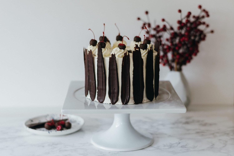 moderne schwarzwälder kirsch torte foodstylist heike krohz