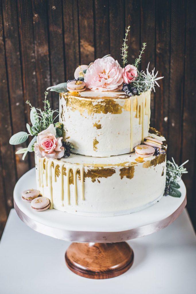 Semi Naked Cake , essbare Blüten, Hochzeit