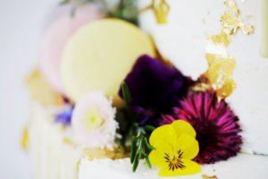 Hochzeitstorte-Semi Naked Cake_frische Blumen_ Hochzeit_Hochzeitstorte-Semi Naked Cake_frische Blumen_ Hochzeit__