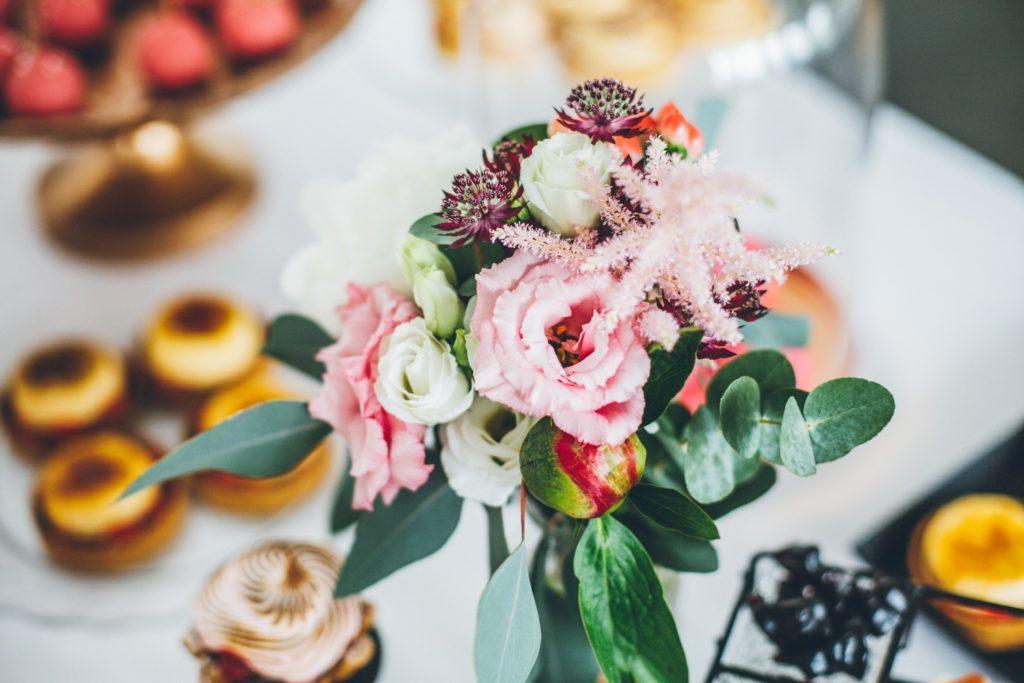 Sweettable-rosegold-hochzeitstorte-allgaeu_ Krohz-