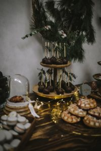 Sweet Candy Table Winterhochzeit mit Hochzeitstorte
