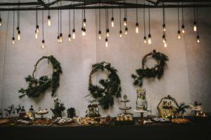 Sweet Candy Table Winter mit Hochzeitstorte