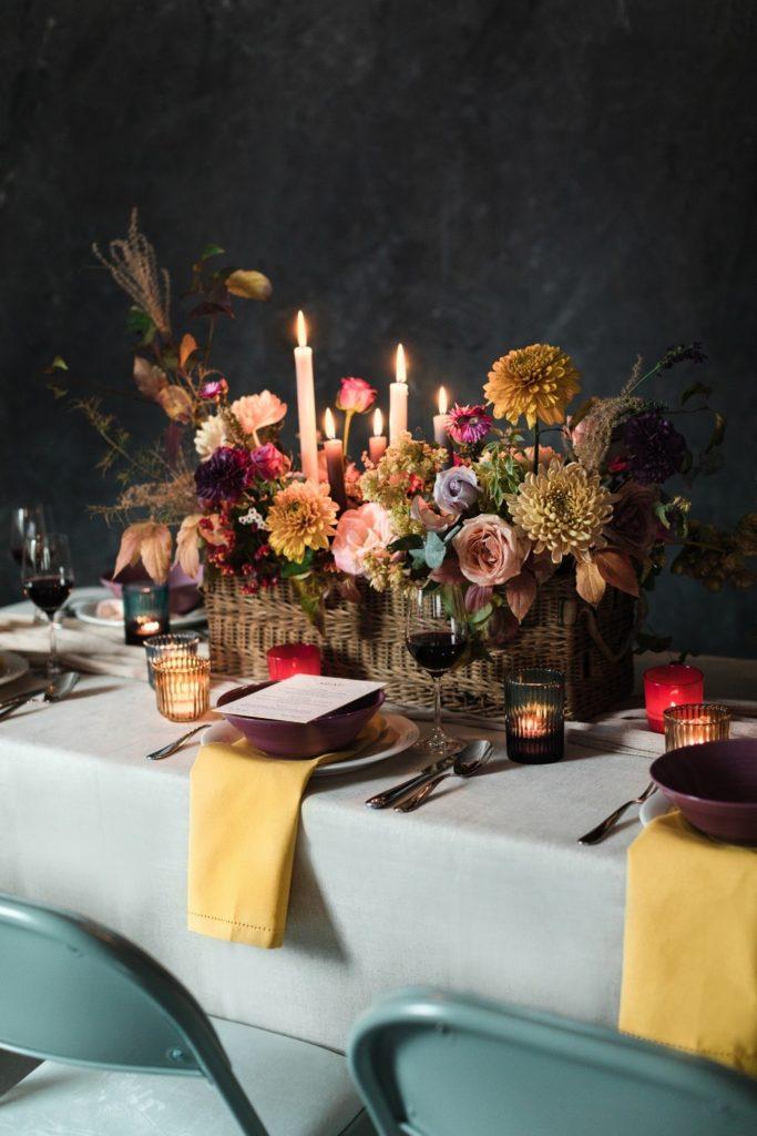 Modernes Hochzeitskonzept für den Herbst