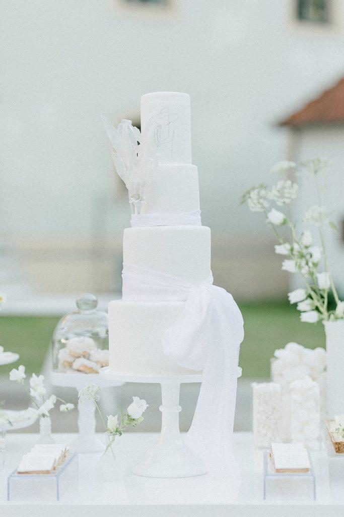 weiße Hochzeitstorte-4-stöckig-