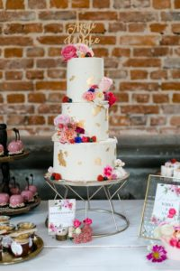 Semi Naked Cake mit Blattgold